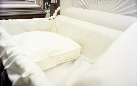 Выставка - постель в гроб